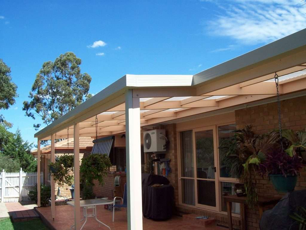 Flat Roof Timber Veranda with Polycarbonate Roofing (2)